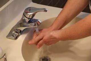 coronavirus manos