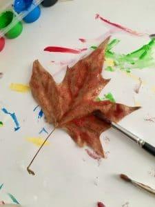 decorar hojas secas
