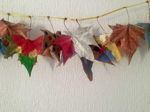 guirnalda con hojas secas