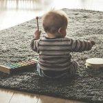 Cómo tocar canciones con un piano infantil