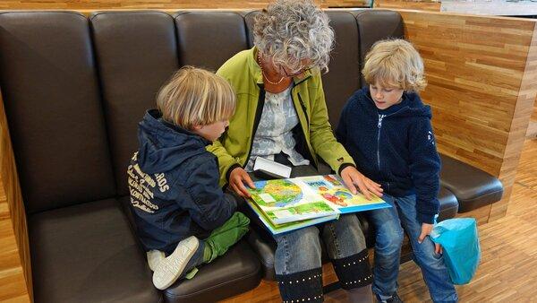 abuelos que cuidan nietos