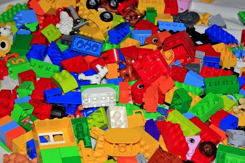 bloques de lego duplo desordenados
