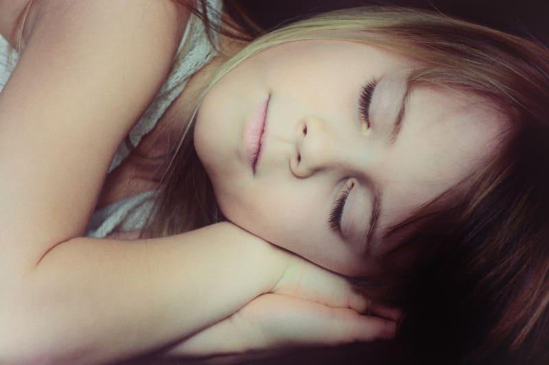 niña dormida sueño de los niños