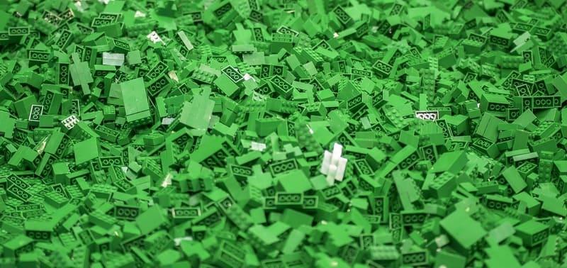 piezas de lego de color verde