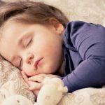¿Tu hijo o hija duerme mal? Trucos y consejos para que consigan conciliar el sueño