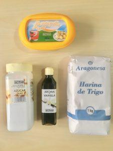 azucar glass, mantequilla, harina esencia de vainilla